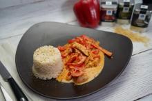 Hähnchengeschnetzeltes mit Paprika-Rahm-Soße