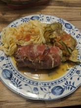 Hähnchen-Mozzarella- Roulade im Speckmandel