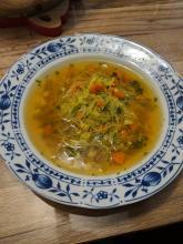 Einfache Gemüsesuppe mit Glasnudeln