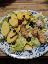 Balsamico-Hähnchen an Salat und Kartoffeln