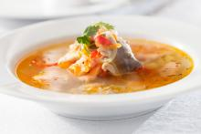 Mediterrane Gemüse-Fisch-Suppe